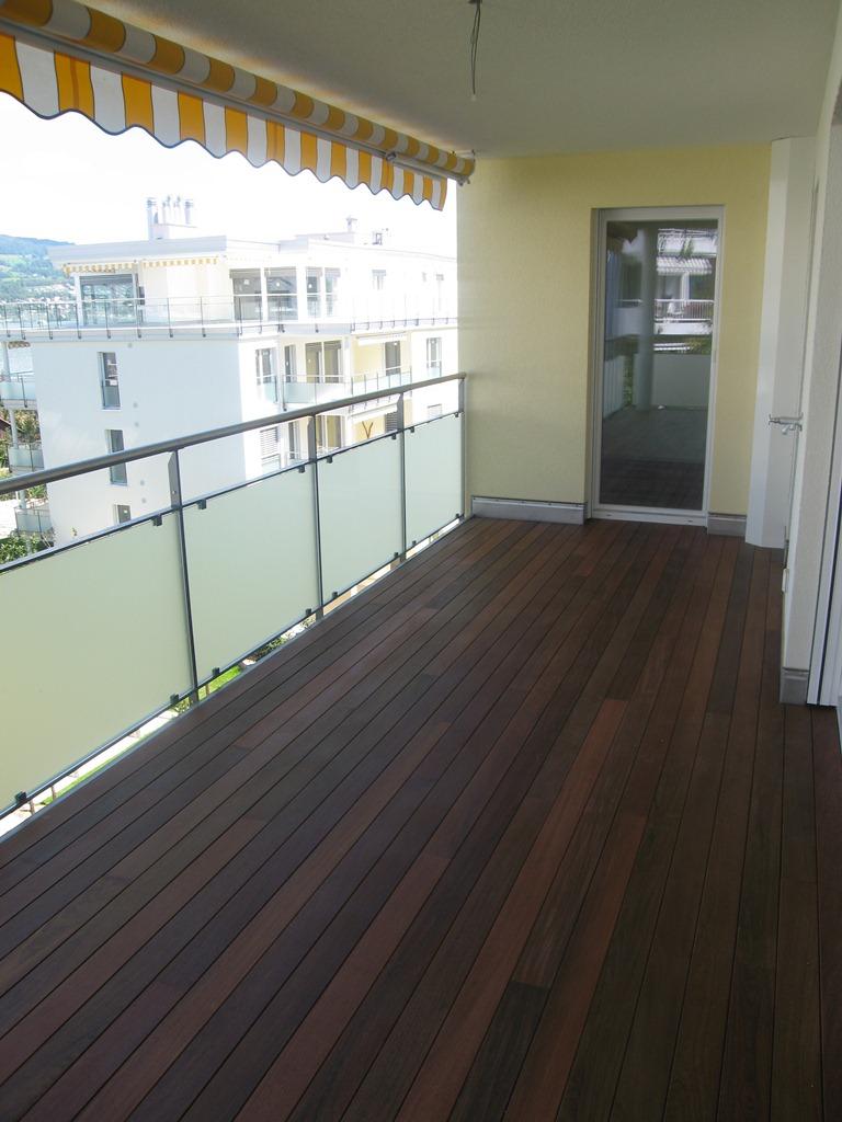 balkon-mit-holzdeckbelag
